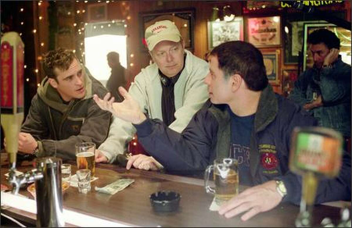 Director Jay Russell (center) discusses a scene with Joaquin Phoenix (left) and John Travolta (right).