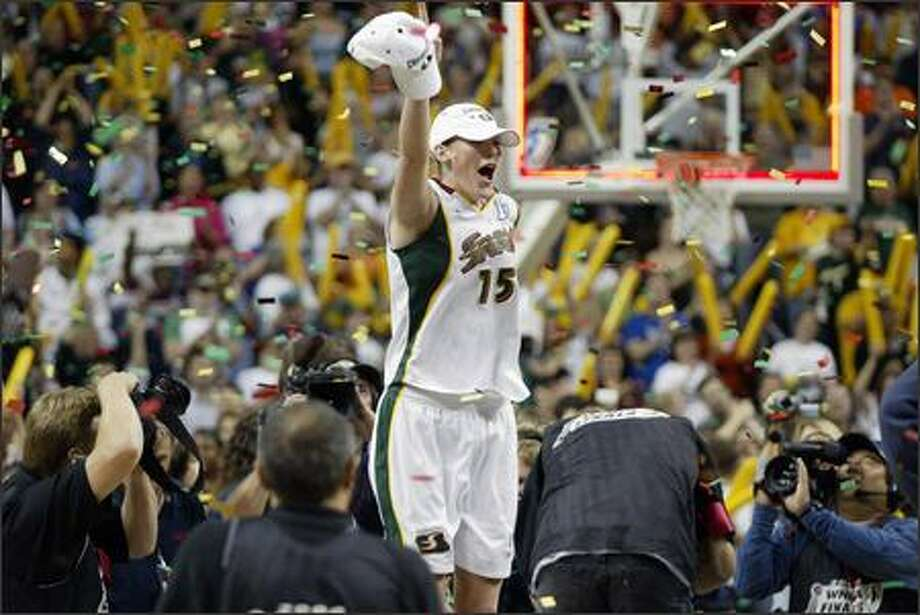 Lauren Jackson celebrates her first major championship. Photo: Scott Eklund, Seattle Post-Intelligencer
