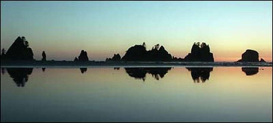A beautiful sunset at Shi Shi Beach on the Olympic Coast. Photo: Dan DeLong, Seattle Post-Intelligencer