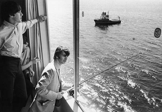 Beatle Ringo Starruses a fishing rod to fish from his Edgewater Hotel window as bandmates Paul McCartney (L) and John Lennon watch, Aug. 1964. (William Lovelace/Express Newspapers/Getty Images/seattlepi.com file) Photo: Getty Images