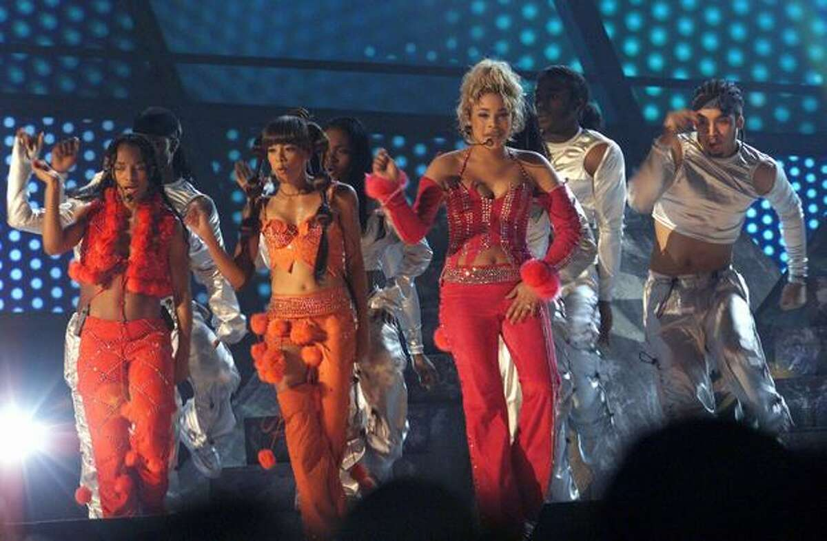 2000: TLC performs.
