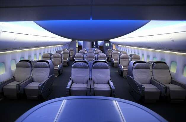 Boeing jetliners then and now for Boeing 747 8 interieur