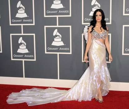 Katy Perry chose this occasion to tone herself down several notches and looked like a goddess. Photo: Getty Images