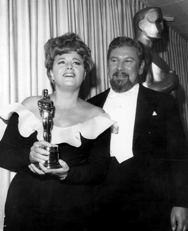 "1966: Actress Shelley Winters displays the Oscar presented to her by actor Peter Ustinovr. She won the best supporting actress award for her role in the film ""A Patch Of Blue."" Photo: Getty Images"