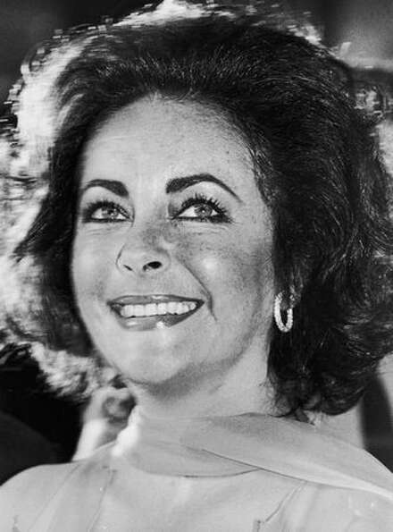 1976: Elizabeth Taylor attends the 1976 Academy Awards ceremony in Hollywood, Calif.