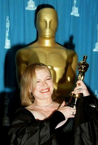 1995: Actress Dianne Wiest smiles as she holds the Oscar she won during the 67th annual Academy Awar