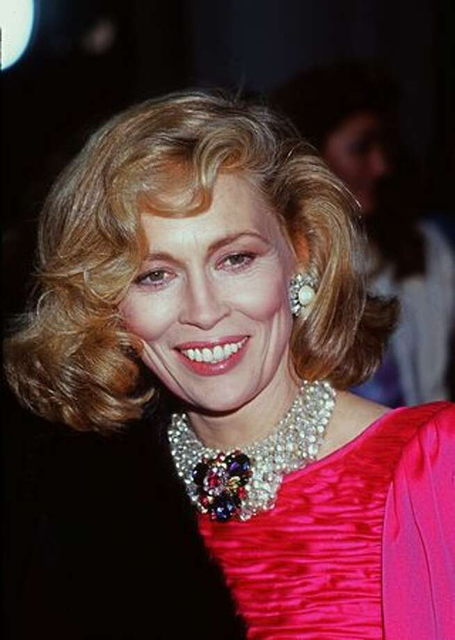 1985: Actress Faye Dunaway smiles during the 57th annual Academy Awards. Photo: Getty Images