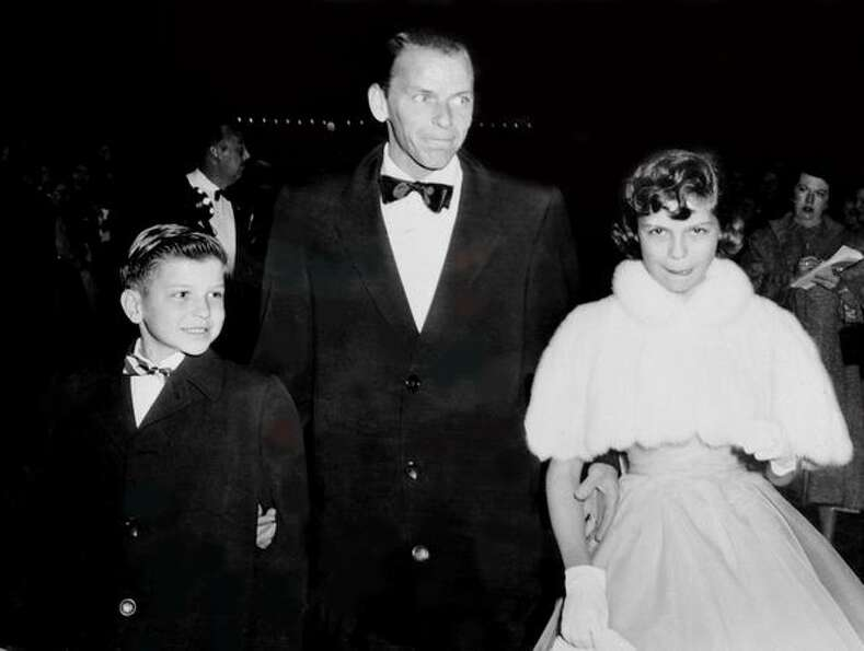 1954: Legendary singer Frank Sinatra arrives with his son Frank Jr. and daughter Nancy at the RKO-Pa