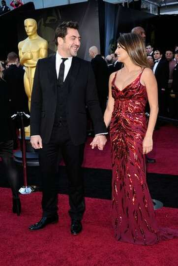 Actor Javier Bardem (L) and actress Penelope Cruz arrive at the 83rd Annual Academy Awards held at t
