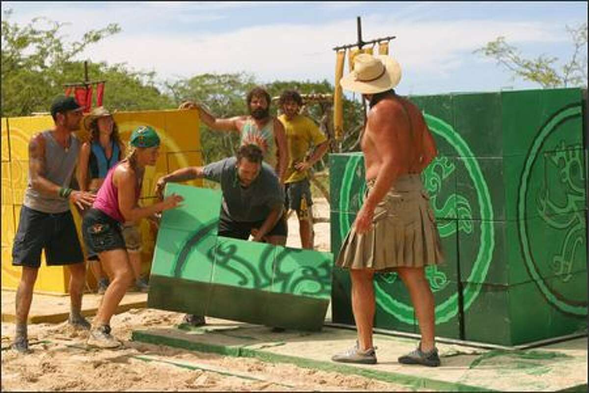 Lex van den Berghe, Jerri Manthey, Kathy Vavrick-O'Brien, Colby Donaldson, Ethan Zohn and Richard Hatch during the immunity challenge,