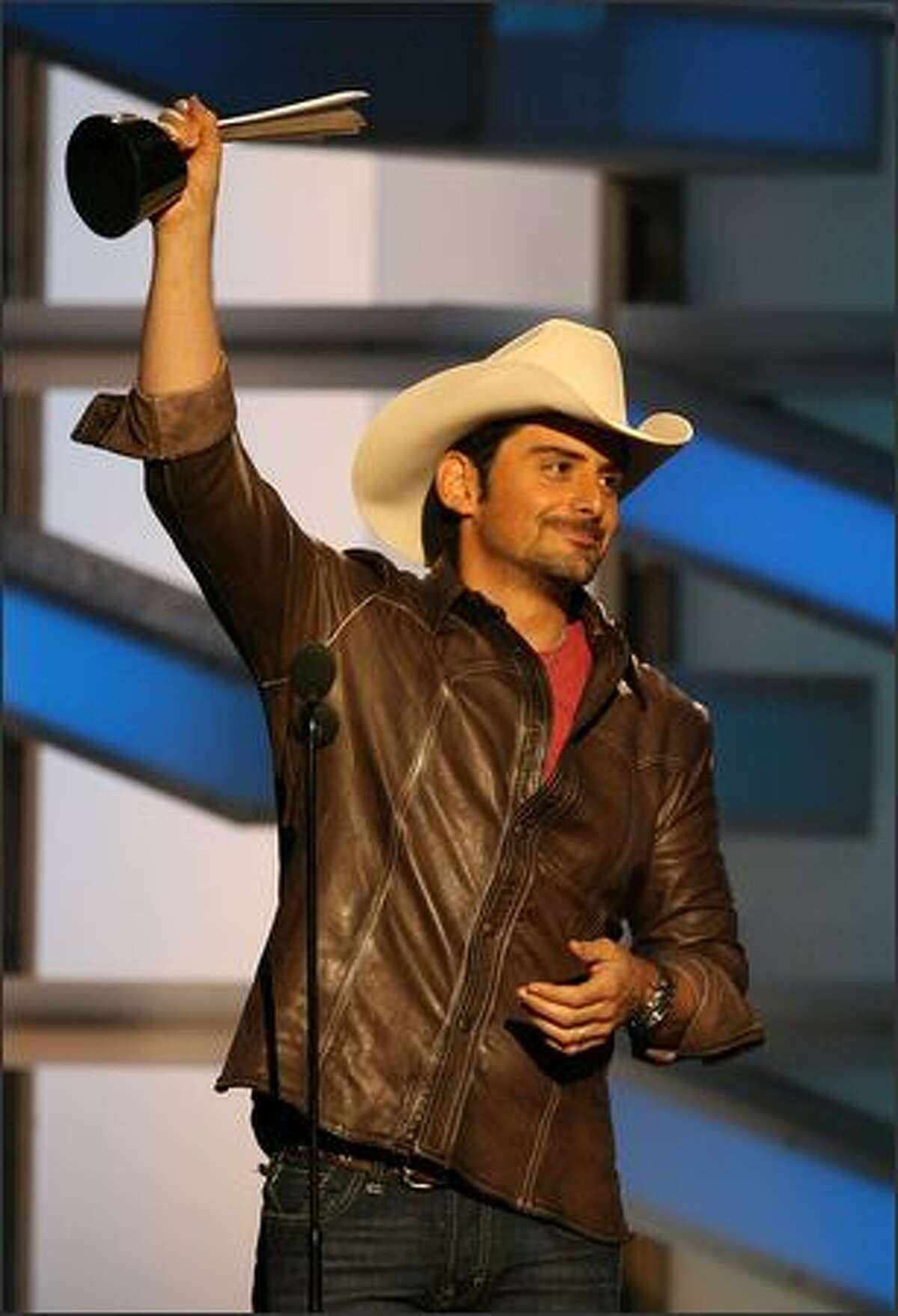 Brad Paisley accepts his award for Top Male Vocalist during the 43rd annual Academy oOf Country Music Awards.