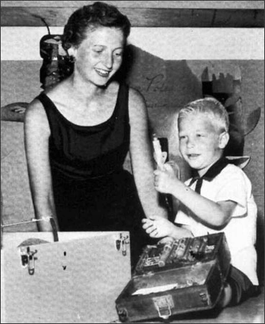 Mary with her son, a young Bill Gates.