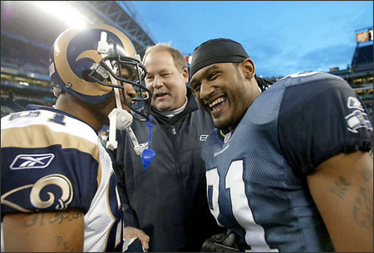 Mike Holmgren talks with Seattle receiver Koren Robinson and Rams wideout Torry Holt.