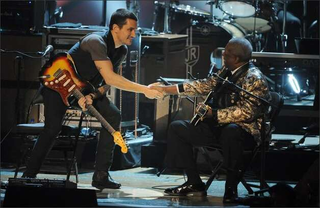 Musicians B.B. King (right) and John Mayer perform. Photo: Getty Images