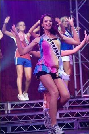 Melissa DeJong, Miss Nebraska, rehearses for the 2008 Miss Teen USA ...