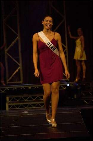 Kate Feinstein, Miss Utah, rehearses for the 2008 Miss Teen USA competition ...