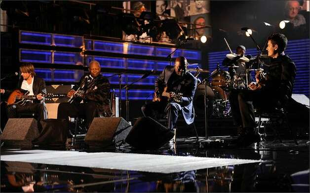 From left, musicians Keith Urban, B.B. King, Teddy Campbell, Buddy Guy, John Mayer and Ricky Minor perform. Photo: Getty Images