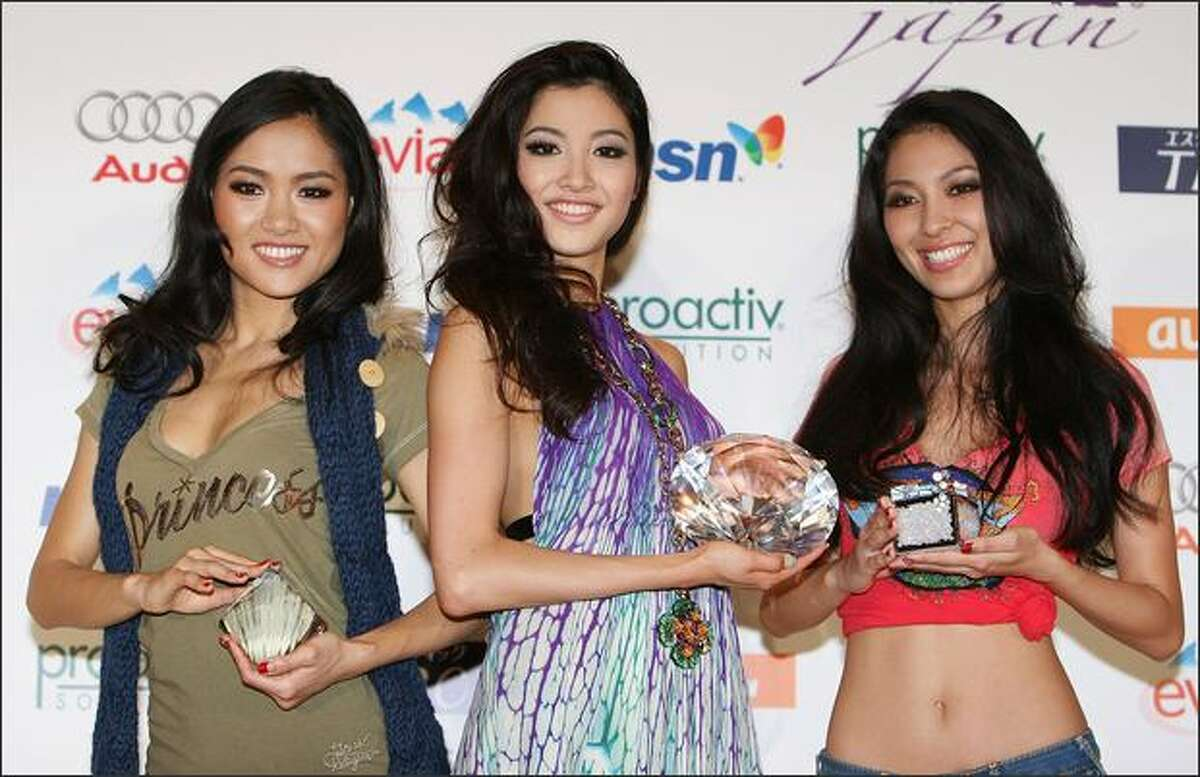 Newly selected 2009 Miss Universe Japan Emiri Miyasaka, center, Miss Photogenic Chiharu Iijima, left, and Fans Award Winner Marie Ooyama pose for photographs at a photocall during the 2009 Miss Universe Japan Final,