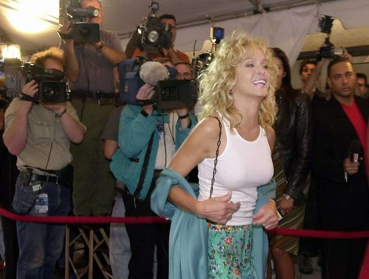 """Actress Farrah Fawcett arrives at Roy Thompson Hall for the screening of """"Dr. T and The Women"""" at the Toronto International Film Festival in Toronto in September 12, 2000."""
