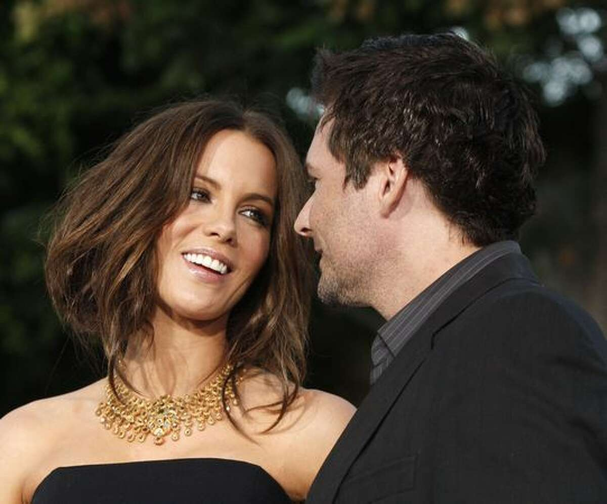 Actress Kate Beckinsale (L) and husband Len Wiseman arrive at the premiere of Warner Bros. Pictures'
