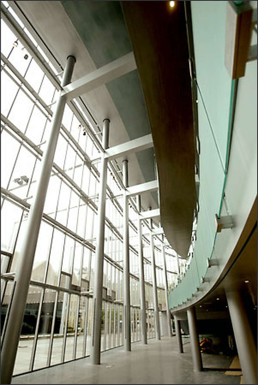 The curves in the design of the promenade lobby were created to reflect the movement of music or the shape of a cello.