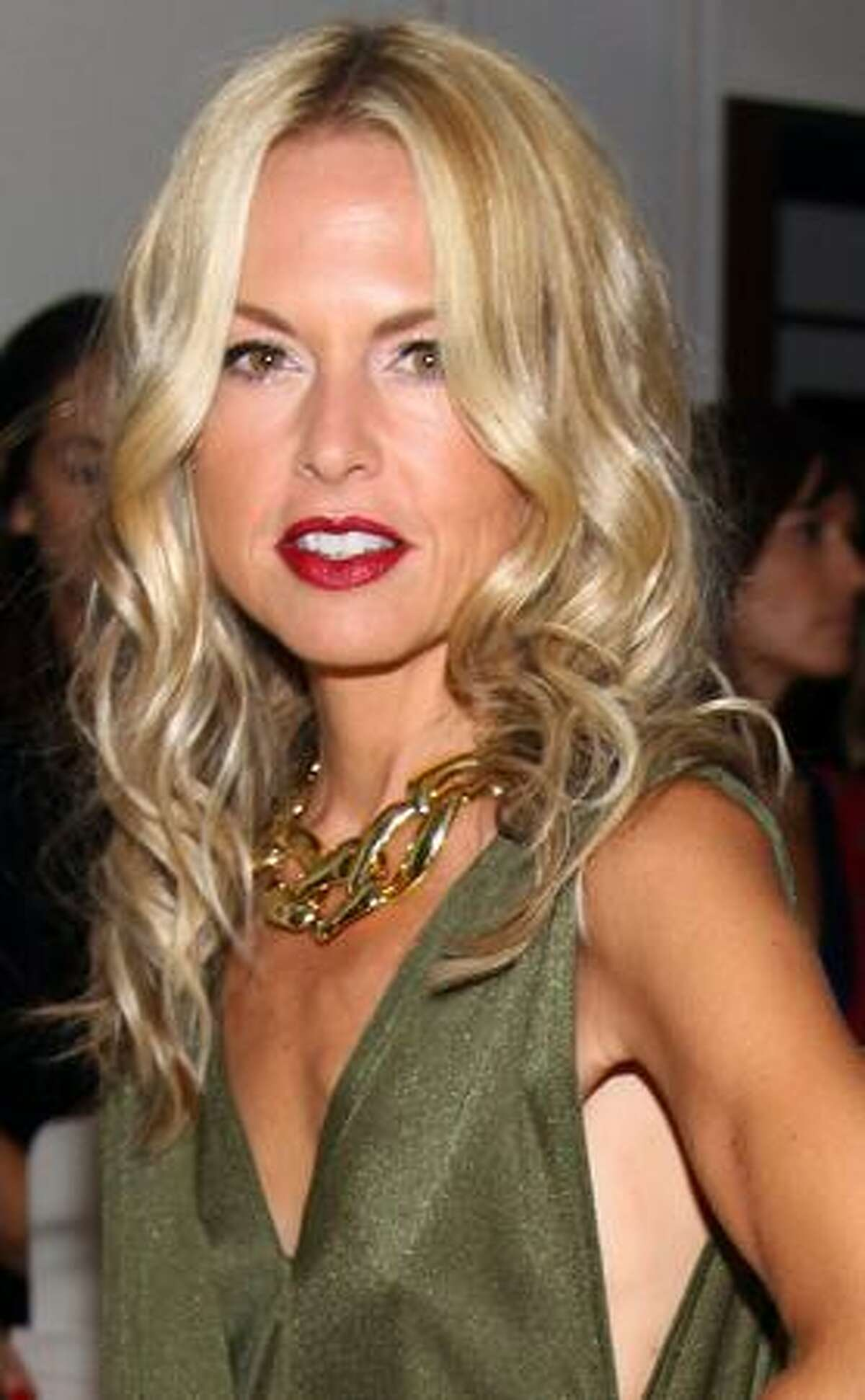 Rachel Zoe, one of the hottest designers in the fashion world, looks like she's trying to emulate the models she designs clothes for.