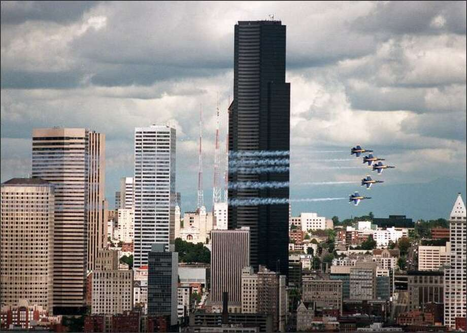 Blue Angels streak past the Seattle skyline during a performance on Aug. 11, 1996. Photo: Kurt Smith, Seattle Post-Intelligencer