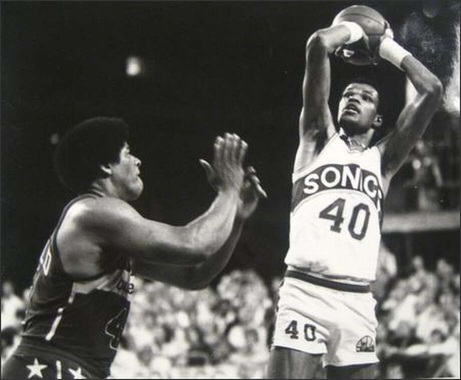 Marvin Webster shoots over Washington Bullet forward Wesley Unseld in Game 4 of the 1978 NBA Championship at the Kingdome. (Cary Tolman/Seattlepi.com file photo) Photo: P-I File