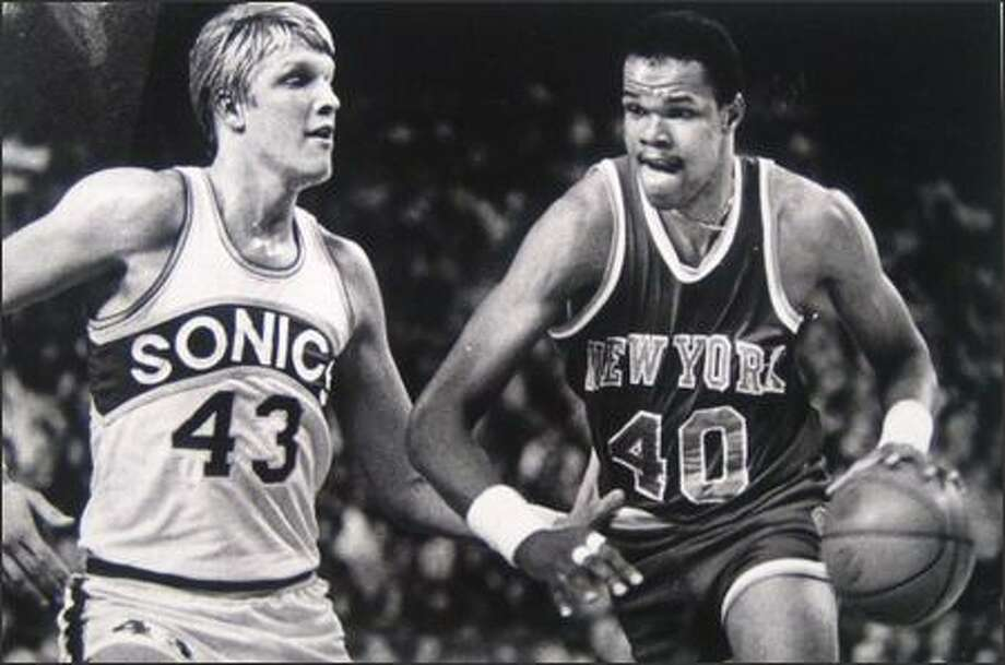 Marvin Webster faces former teammate Jack Sikma during his 1978 return to the Kingdome as part of the New York Knicks. (Kerry Coughlin/Seattleip.com file photo) Photo: P-I File