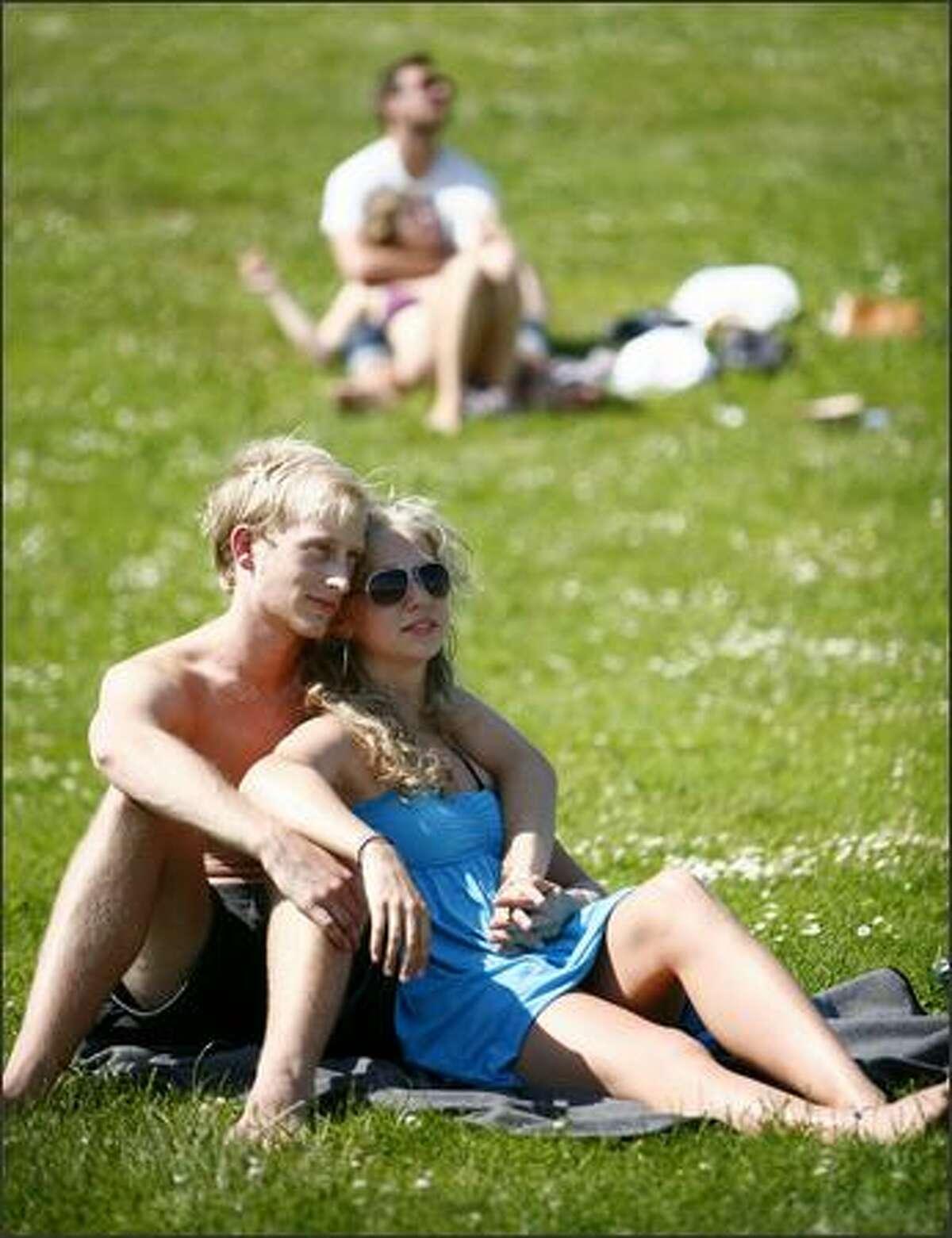University of Washington students Bryant Sutton and Julie Kink enjoy the sun at Gas Works Park on Thursday.