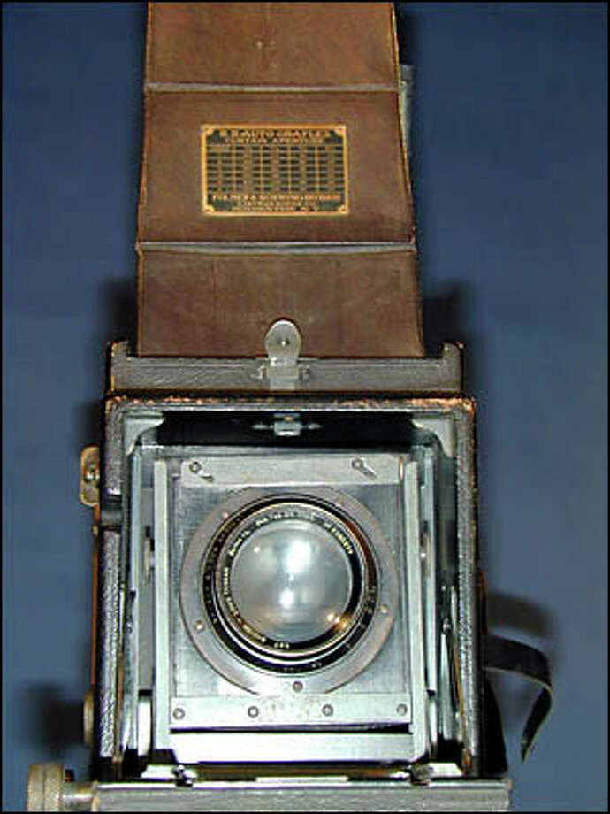 Graflex camera Photo: Museum Of History And Industry