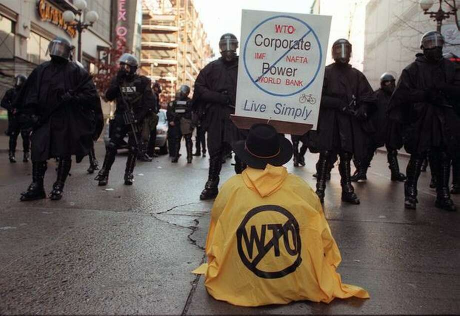 Police officers and protesters face off in downtown Seattle on Nov. 30, 1999. (Photo by Paul Joseph Brown) Photo: Seattle Post-Intelligencer