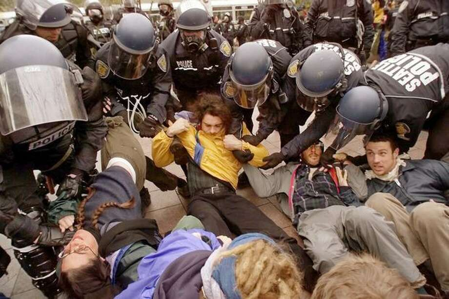 WTO protesters are arrested en masse at Westlake Park on Dec. 1, 1999. (Photo by Mike Urban) Photo: Seattle Post-Intelligencer