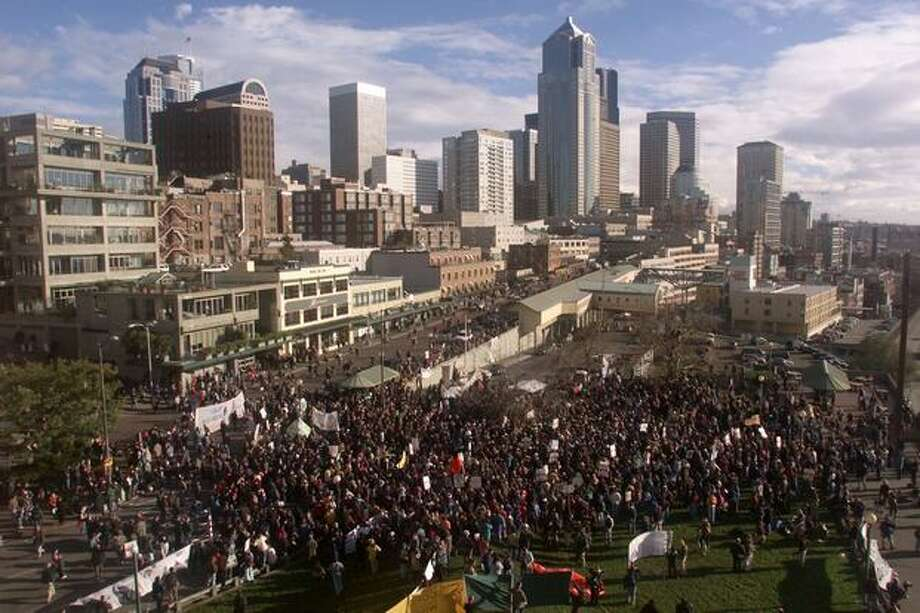 WTO protesters flood Victor Steinbrueck Park near Seattle's Pike Place Market on Dec. 2, 1999. Photo: Seattle Post-Intelligencer