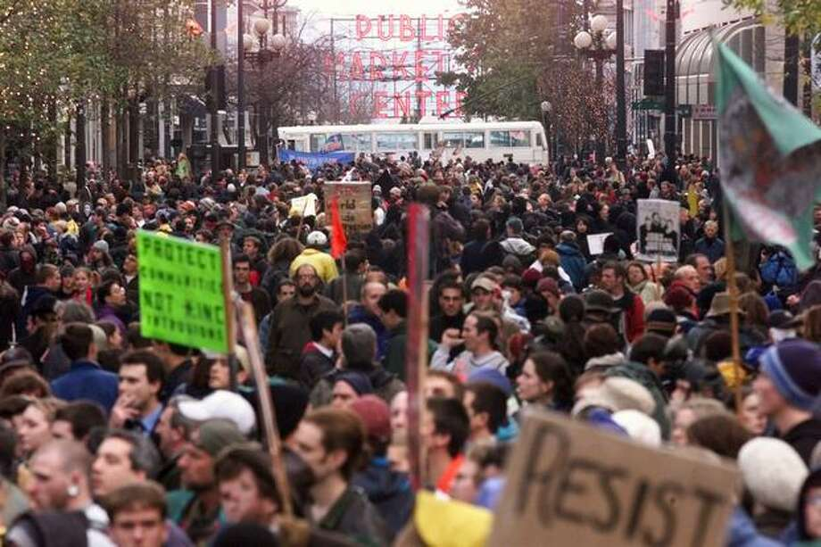 WTO protesters crowd Pike Street on Nov. 30, 1999. (Photo by Mike Urban) Photo: Seattle Post-Intelligencer