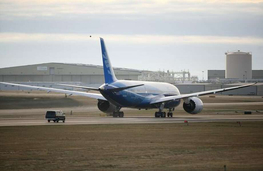 Boeing's 787 Dreamliner does a high speed test on the runway during taxi tests on Saturday at Paine Field in Everett. Photo: Joshua Trujillo, Seattlepi.com