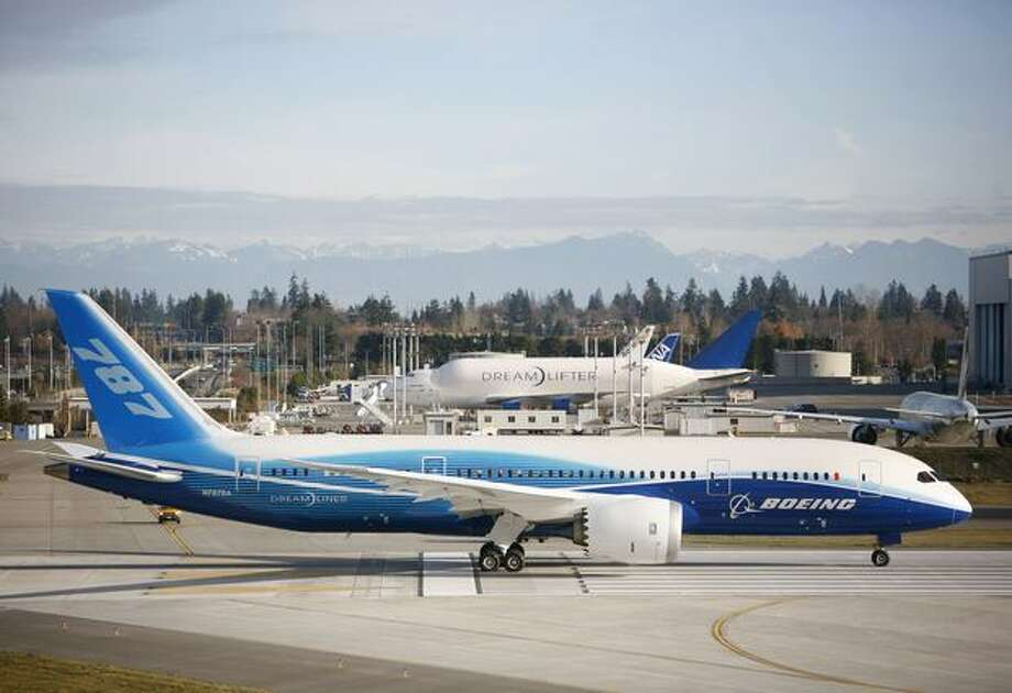 Boeing's 787 Dreamliner prepares for a high speed test down the runway during taxi tests on Saturday at Paine Field in Everett. Photo: Joshua Trujillo, Seattlepi.com