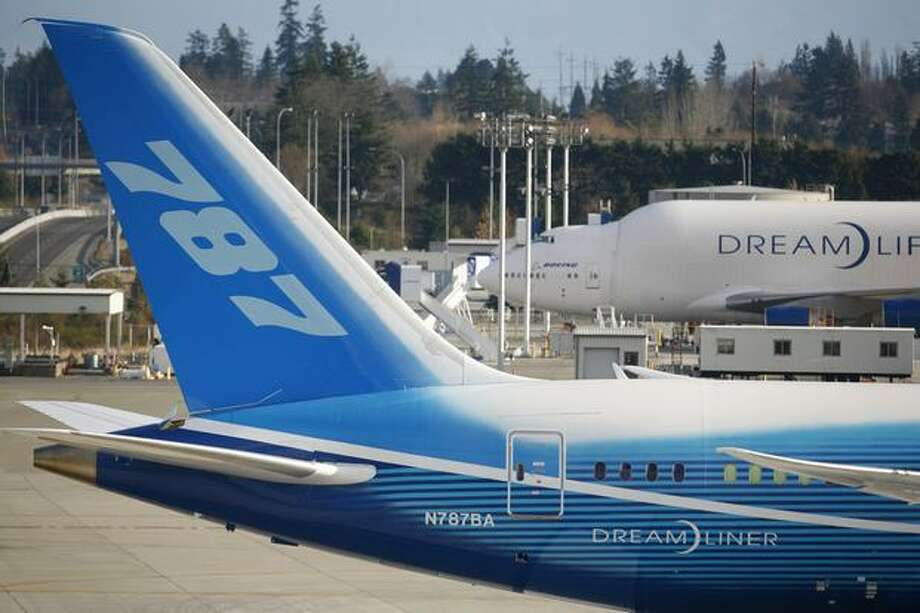 Boeing's 787 Dreamliner turns onto the runway during taxi tests on Saturday at Paine Field in Everett. Photo: Joshua Trujillo, Seattlepi.com
