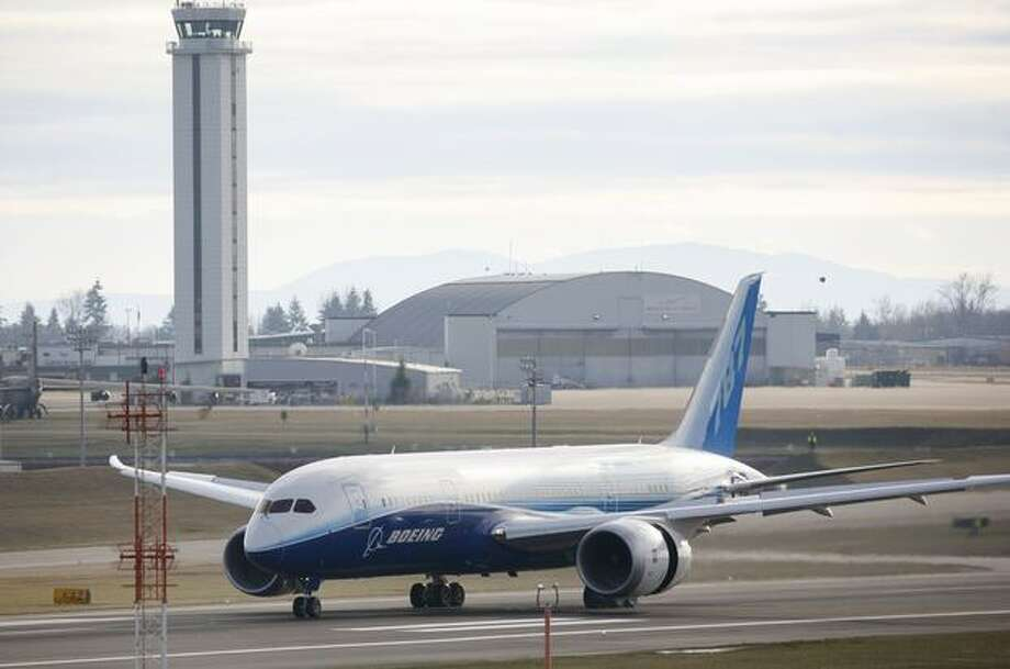 Boeing's 787 Dreamliner rolls down the runway during taxi tests on Saturday at Paine Field in Everett. Photo: Joshua Trujillo, Seattlepi.com
