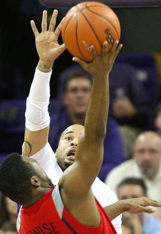 Venoy Overton goes up to block a shot by Arizona's Nic Wise. Photo: Joshua Trujillo, Seattlepi.com