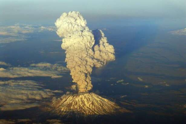 A view from a commercial aircraft shows Mount St. Helens erupting on Tuesday March 8, 2005. (Photo by Terry McClain)