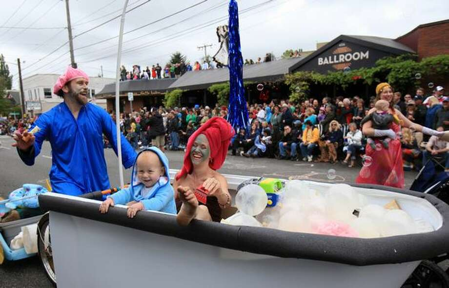 From left, Ted Lockery, Katherine Bragdon and Caelen Bragdon-Lockery, who was celebrating his first birthday, ride in a bathtub during the Fremont Solstice Parade on Saturday June 19, 2010 in Seattle. Photo: Joshua Trujillo, Seattlepi.com