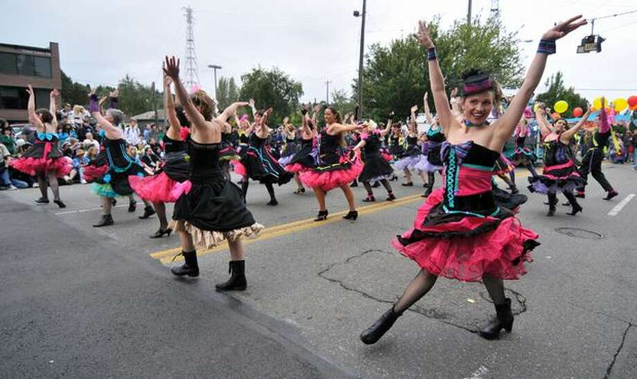 Gira Sol dancers show their moves down North 36th Street at the Fremont Solstice Parade on Saturday June 19, 2010. Photo: Sang Cho, Seattlepi.com