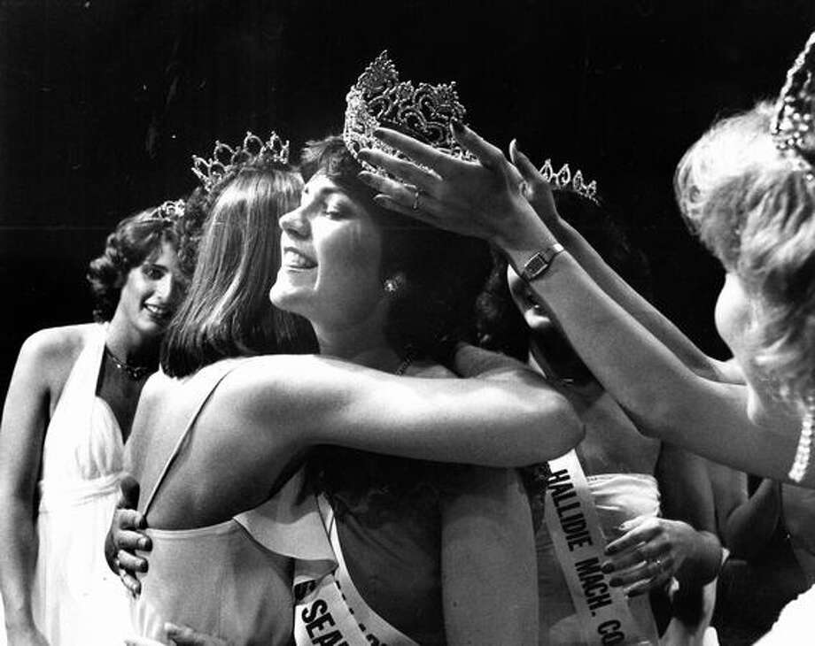 Janice Bowman keeps her crown with a little help from an off-camera friend after being crowned Miss Seafair, 1981. Photo: P-I File
