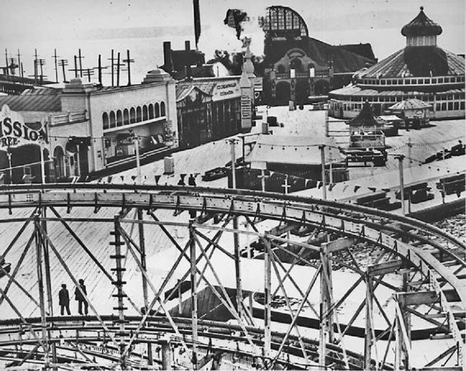 Luna Park in West Seattle,  1910. (Seattle Municipal Archives/64761) Photo: P-I File