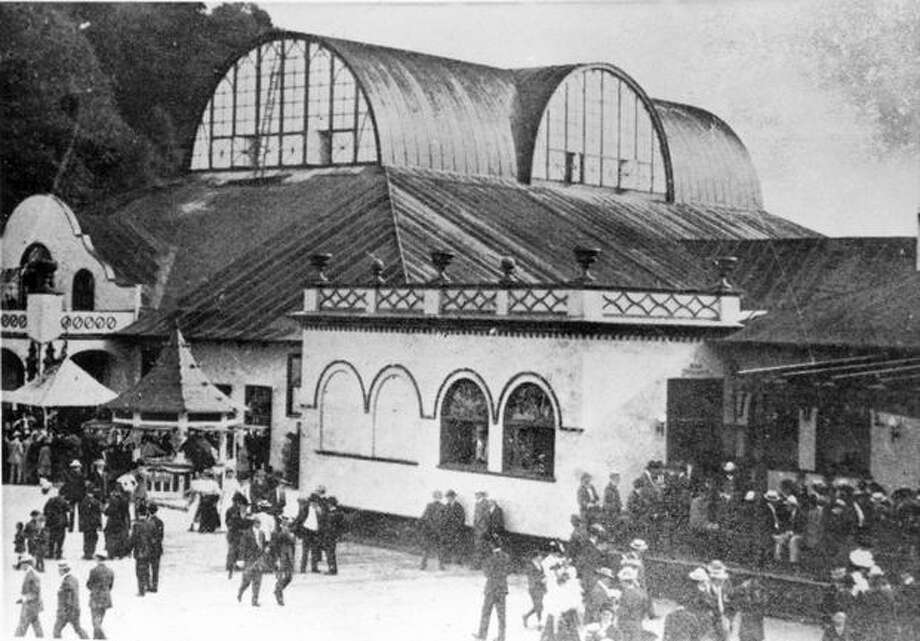 Power's Bath House and Natatorium at Luna Park in West Seattle, 1907. (Seattle Municipal Archives/28785) Photo: P-I File