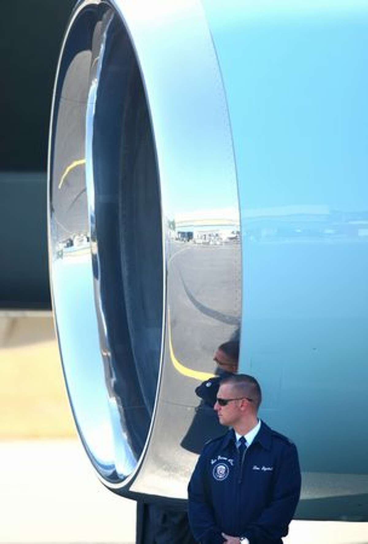 An Air Force airman waits as U.S. President Barack Obama boards Air Force One after a quick fund raising trip to Seattle.