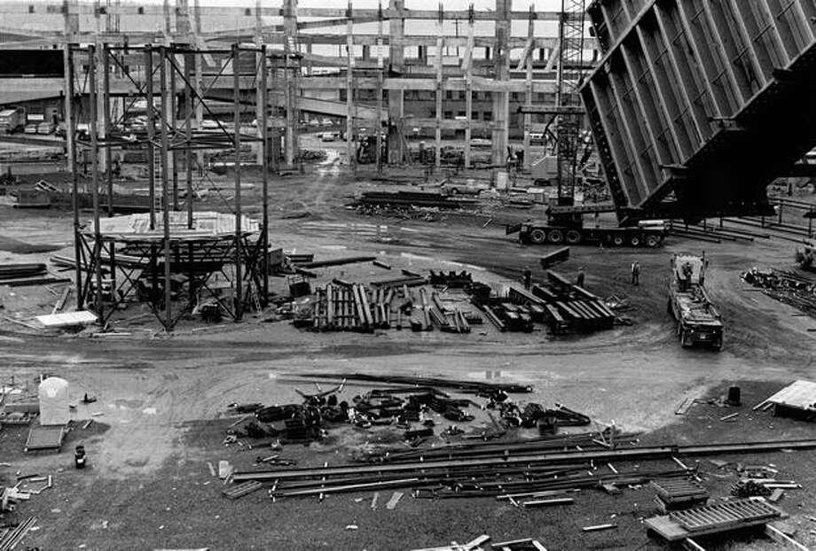 Kingdome construction, Jan 17, 1974. Photo: P-I File