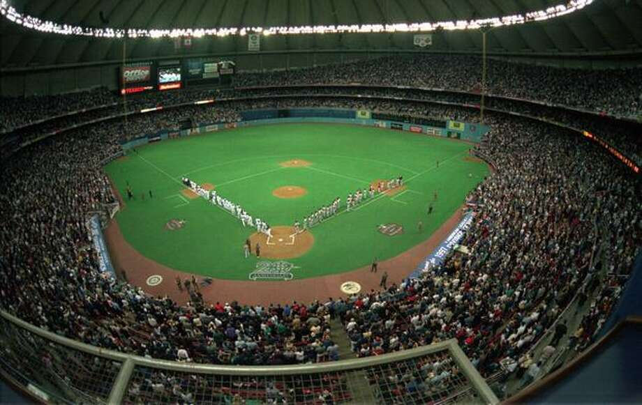 A sellout crowd of 59,579 fill the Kingdome to watch the Mariners play the Baltimore Orioles in the first game of the American League Division Series playoffs, Oct. 1, 1997. Photo: P-I File