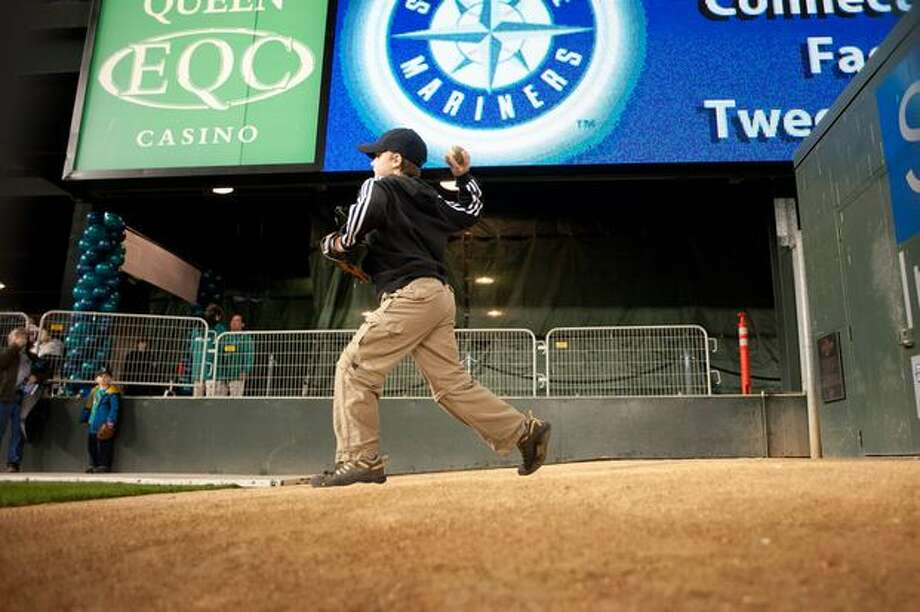 A boy throws a pitch in the bullpen. Photo: Elliot Suhr, Seattlepi.com